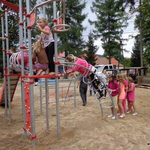 plac zabaw w Czarnym Borze
