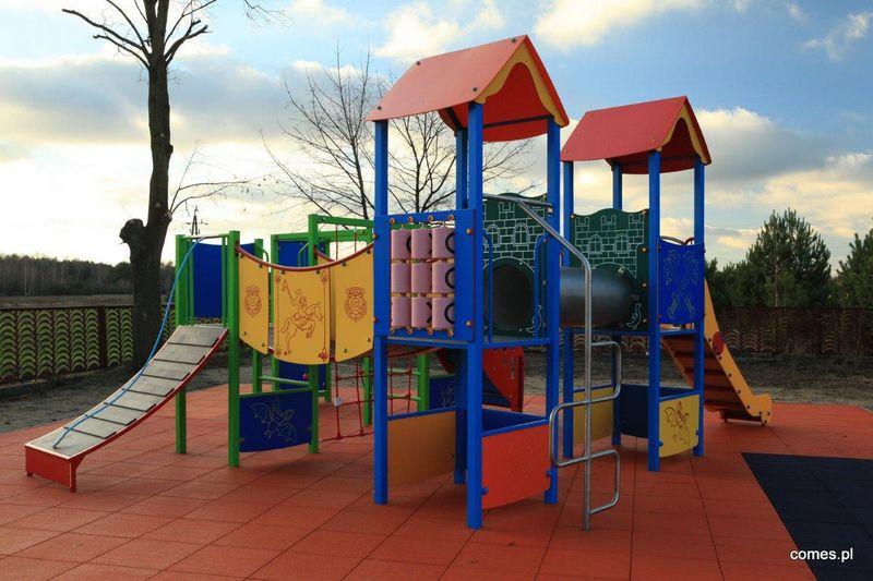 plac zabaw w Bogucinie