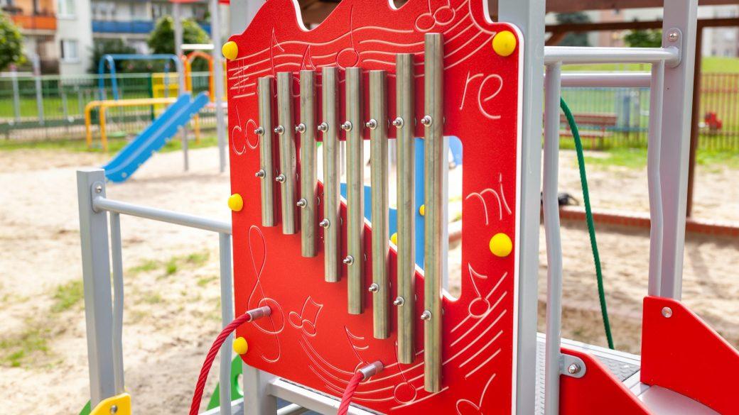 Plac zabaw w Wyszkowie - bocianie gniazdo.