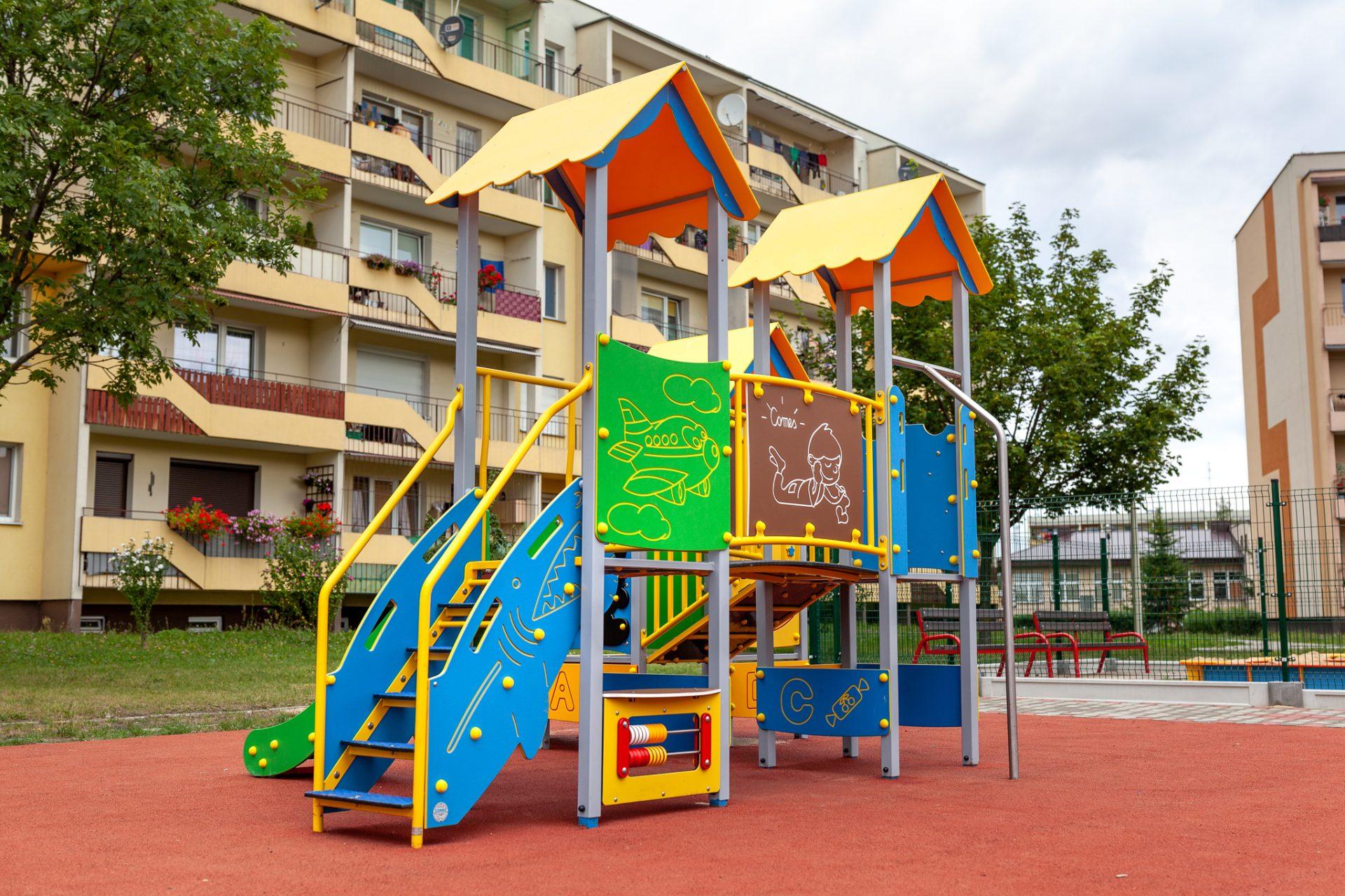Bezpiecnzy plac zabaw w Starachowicach