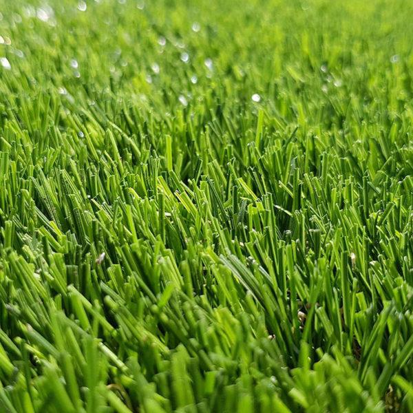 Sztuczna trawa jako jedna z nawierzchni na place zabaw.