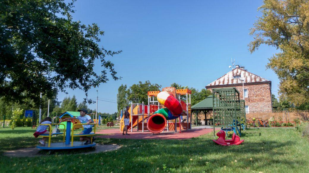 Zamkowy plac zabaw w Radoniu. Producent Comes.